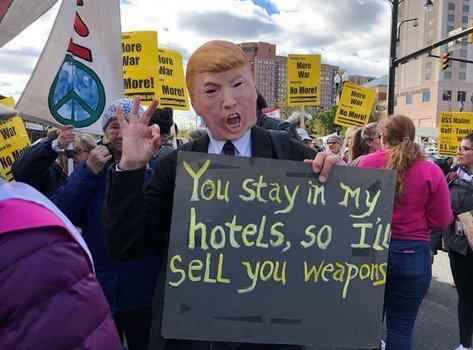 تظاهرات آمریکایی ها در نزدیکی پنتاگون علیه سیاست های جنگ طلبانه کشورشان