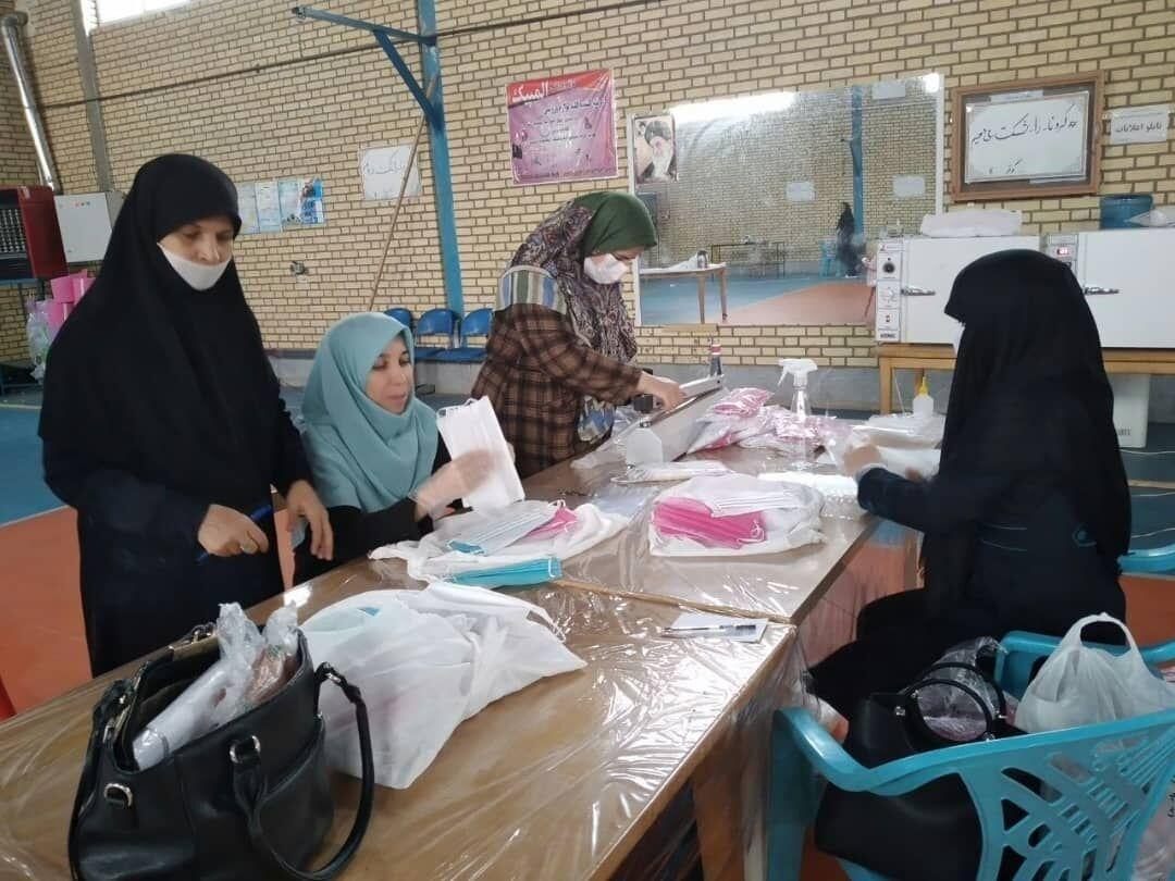 خبرنگاران هنرستان های قزوین روزانه هفت هزار عدد ماسک تولید می کنند