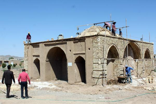 بازسازی اثری تاریخی با دست های مادرانه در بهاباد یزد