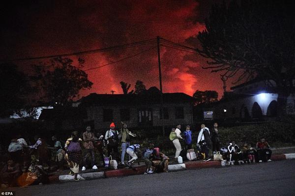 فوران آتشفشان مردم را در این منطقه فراری داد (تصاویر)